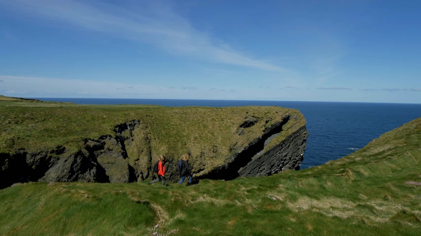 západ : Amazing Atlantic coast of Ireland with its steep cliffs