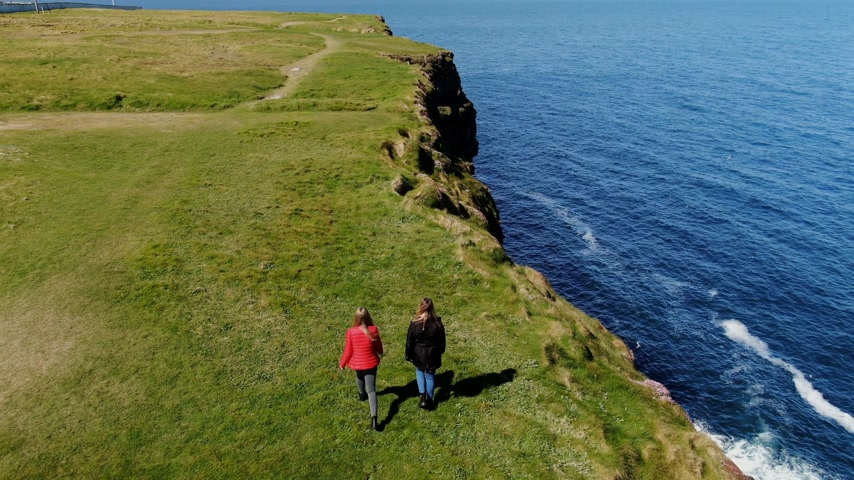 eire : Two young women on their vacation trip to Ireland