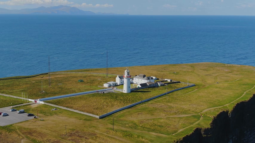 eire : The lighthouse at Loop Head on the Irish west coast Stock Footage