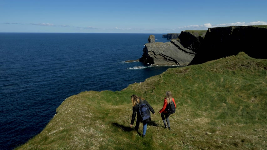 eire : Two girls on vacation in Ireland