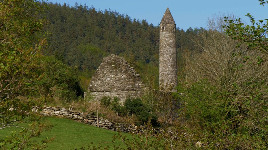 monacale : The famous ancient monasty of Glendalough in the Wicklow Mountains of Ireland