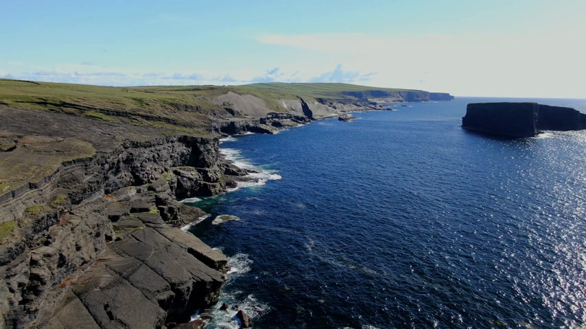 epic clouds : Flight over the Cliffs of Kilkee at the Atlantic coast of Ireland Stock Footage