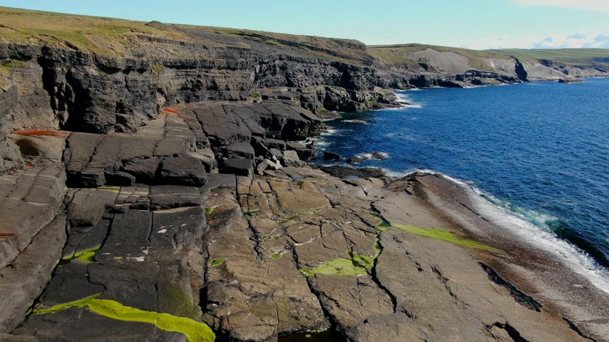 epik : Cliffs of Kilkee in Ireland aerial view Stok Video