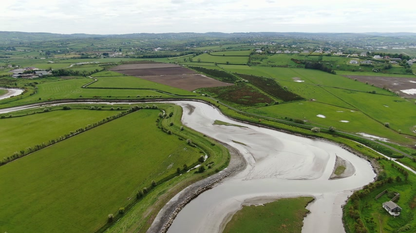 irsko : The wide landscape of Manorcunningham view in Ireland