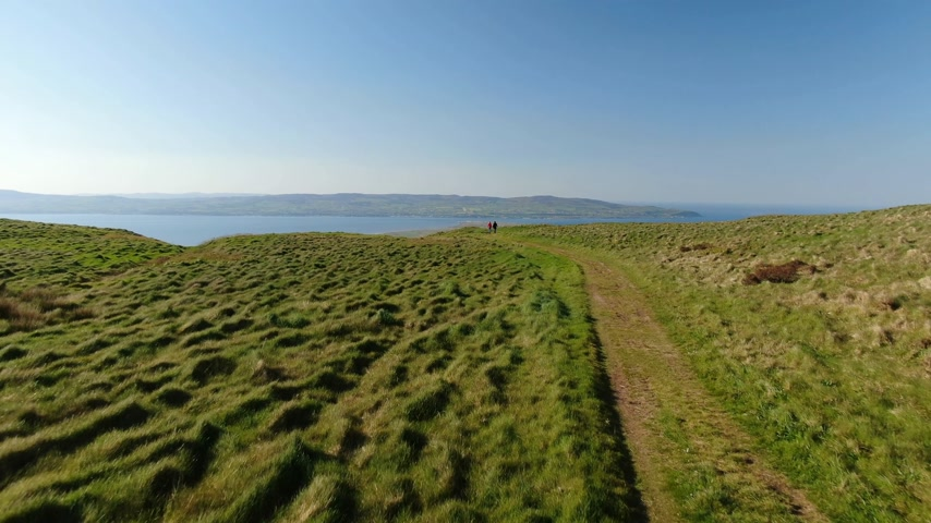 direkt : Ireland drone footage - Binevenagh in North Ireland Stok Video