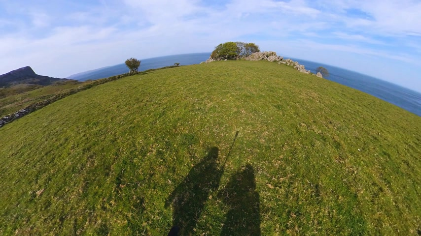 eire : Two girls with a 360 degree camera walk along the Irish west coast Stock Footage