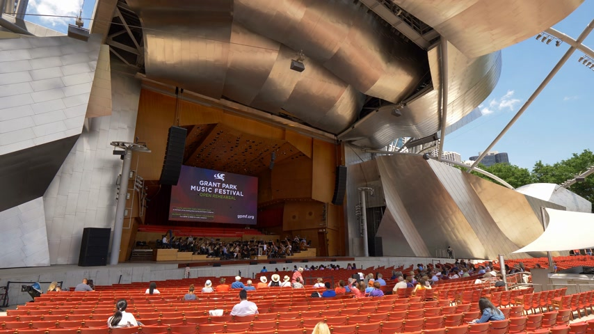 pabellon : Jay Pritzker Concert Pavilion at Millennium Park in Chicago - CHICAGO. UNITED STATES - JUNE 11, 2019