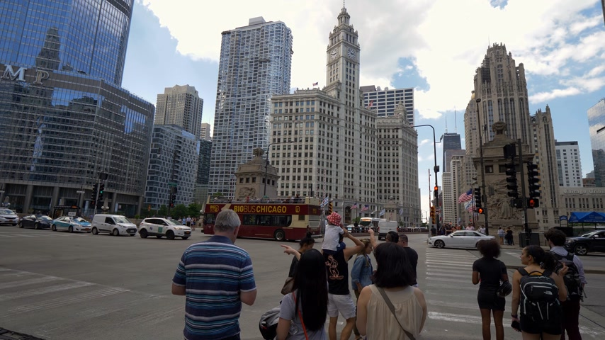 narożnik : Street corner at DuSable Bridge in downtown Chicago - CHICAGO. UNITED STATES - JUNE 11, 2019