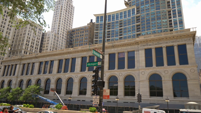 avenida : Chicago Library Building at Michigan Avenue - CHICAGO. UNITED STATES - JUNE 11, 2019 Stock Footage