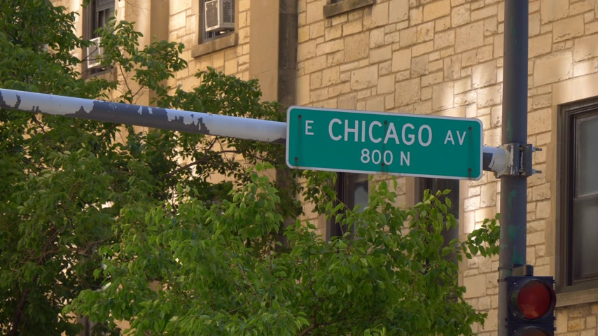 ミシガン州 : Street sign Chicago Avenue - CHICAGO. UNITED STATES - JUNE 11, 2019 動画素材