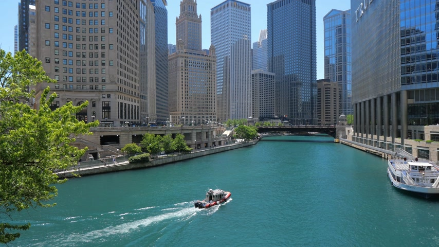ミシガン州 : Chicago River on a sunny day