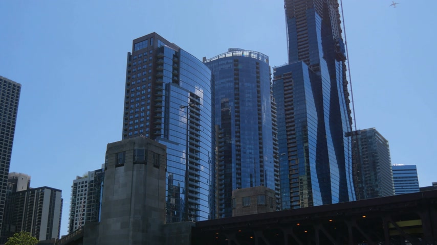 ミシガン州 : The High rise buildings of Chicago downtown - CHICAGO, UNITED STATES - JUNE 11, 2019 動画素材