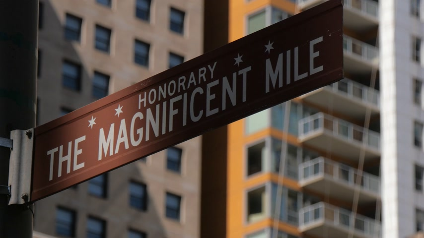 velkolepý : Street sign Magnificent Mile in Chicago - CHICAGO, UNITED STATES - JUNE 11, 2019