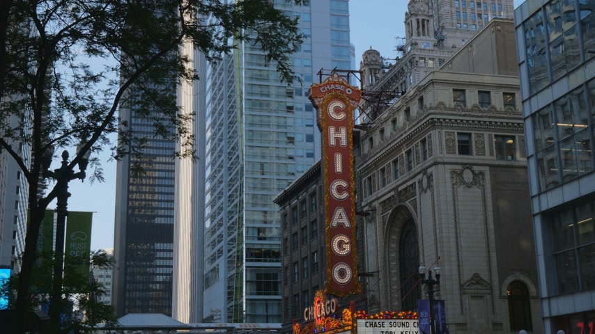 ミシガン州 : Famous Chicago Theater at State Street former Balaban and Katz Theater - CHICAGO, UNITED STATES - JUNE 11, 2019
