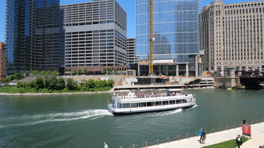 ミシガン州 : Chicago River on a sunny day - CHICAGO, UNITED STATES - JUNE 11, 2019
