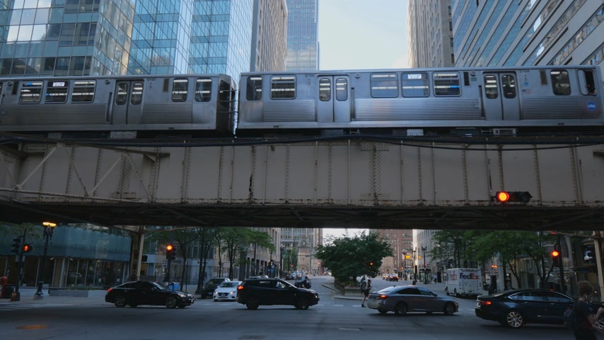 ミシガン州 : Subway trains in the city of Chicago - CHICAGO, UNITED STATES - JUNE 11, 2019 動画素材
