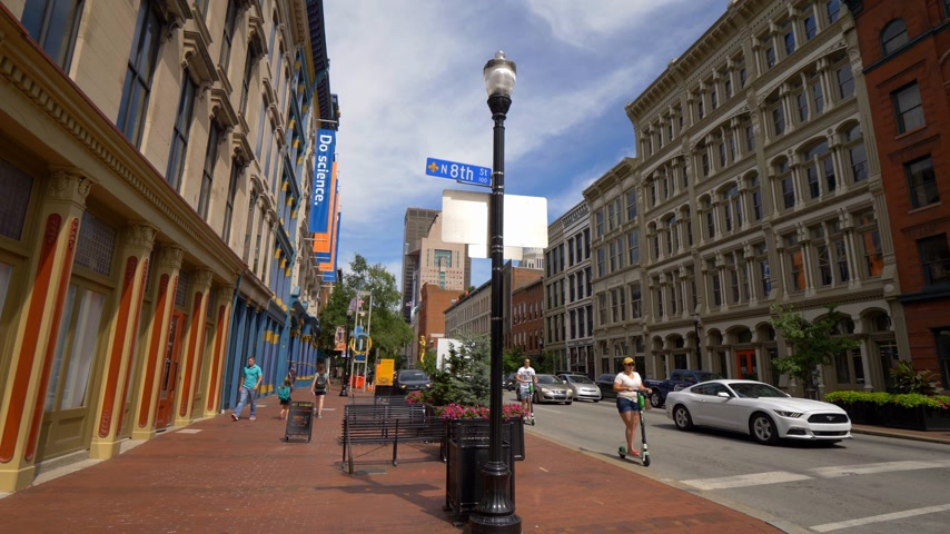 junho : Typical street view of Main Street in Louisville - LOUISVILLE, USA - JUNE 14, 2019