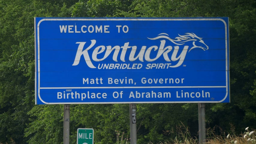 boundary : Welcome to Kentucky- FRANKFORT, KENTUCKY - JUNE 18, 2019 Stock Footage