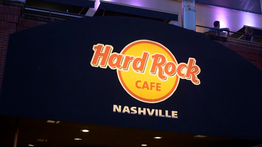 brodway : Hard Rock Cafe Nashville at Broadway - NASHVILLE, UNITED STATES - JUNE 16, 2019 Filmati Stock