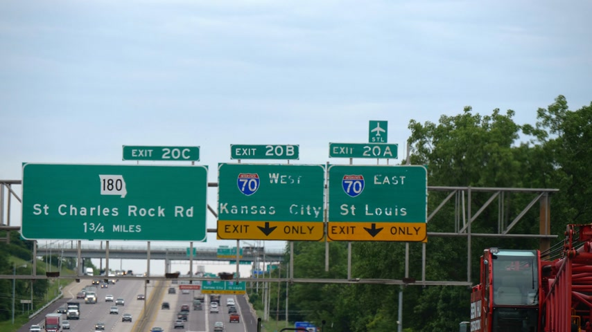 derby : Traffic signs to Kansas City and St Louis - CHICAGO, USA - JUNE 20, 2019 Stock Footage