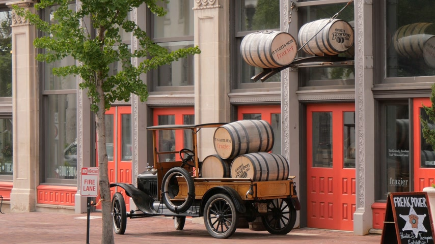 中西部 : Bourbon Barrels in Louisville Kentucky - LOUISVILLE, USA - JUNE 15, 2019 動画素材