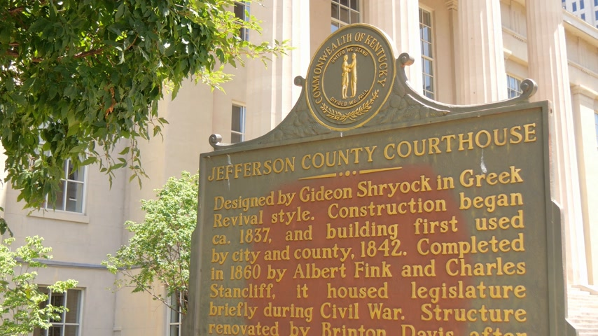 derby : Jefferson County Courthouse in Louisville - LOUISVILLE, USA - JUNE 15, 2019