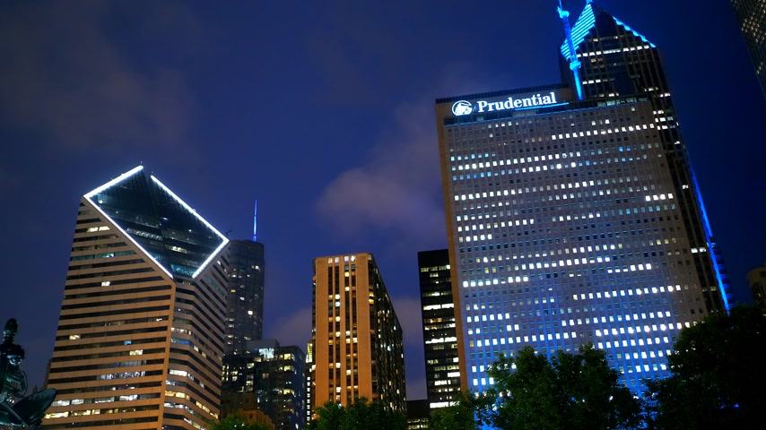 ミシガン州 : Chicago by night Prudential Building - CHICAGO, USA - JUNE 20, 2019