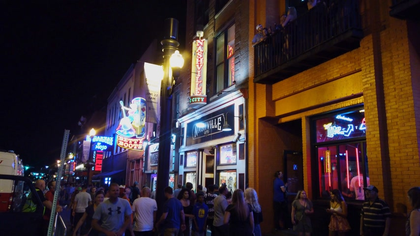 brodway : Nashville Broadway is a busy place in the city - NASHVILLE, USA - JUNE 16, 2019