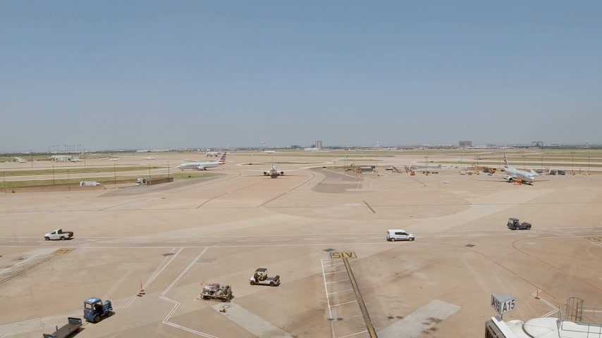 érdemes : Dallas Fort Worth Airport airfield - DALLAS, USA - JUNE 20, 2019