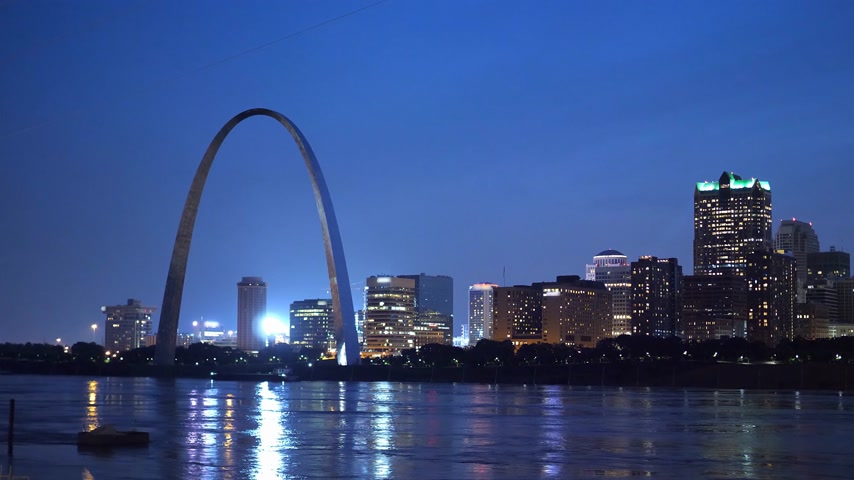 porta de entrada : Skyline of Saint Louis with Gateway Arch by night