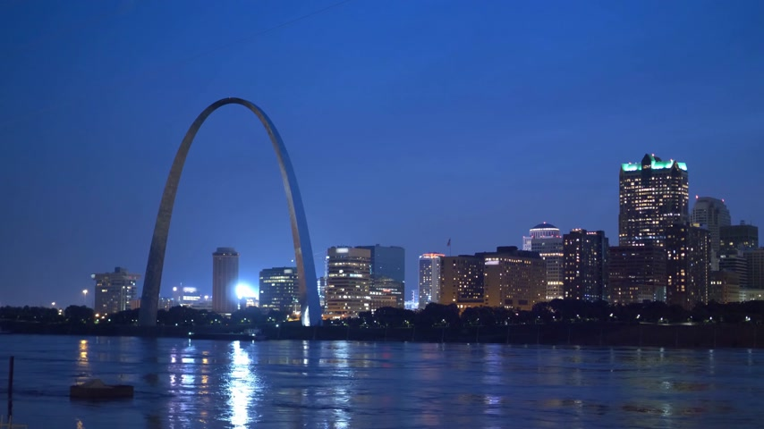 porta de entrada : St. Louis skyline in the evening