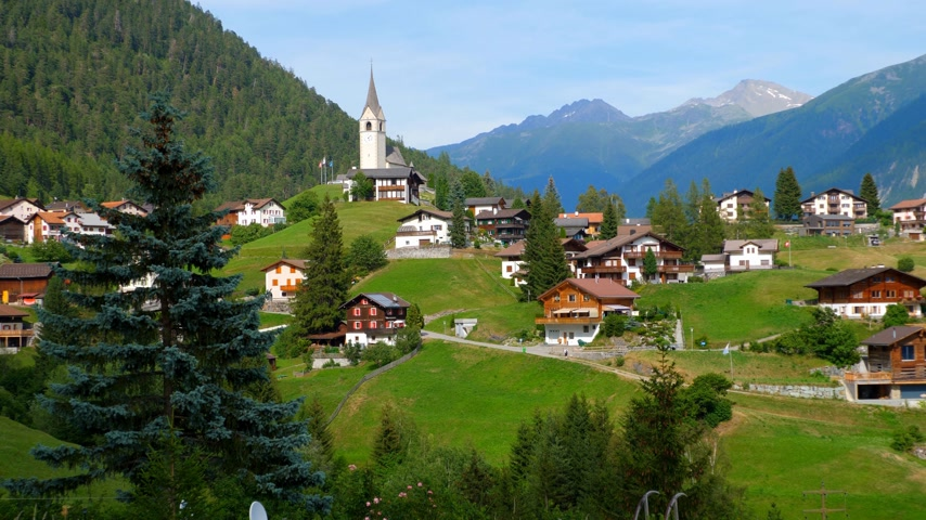 svájc : Typical village in the Swiss Alps - picturesque Switzerland