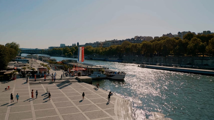 uliczka : Beautiful River Seine in Paris - PARIS, FRANCE - JULY 29, 2019