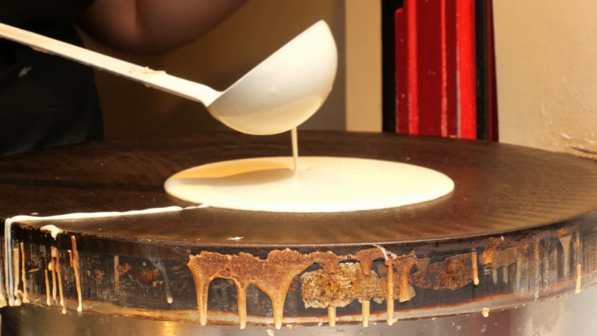 krep : Making a Crepe pancake in the city of Paris Dostupné videozáznamy