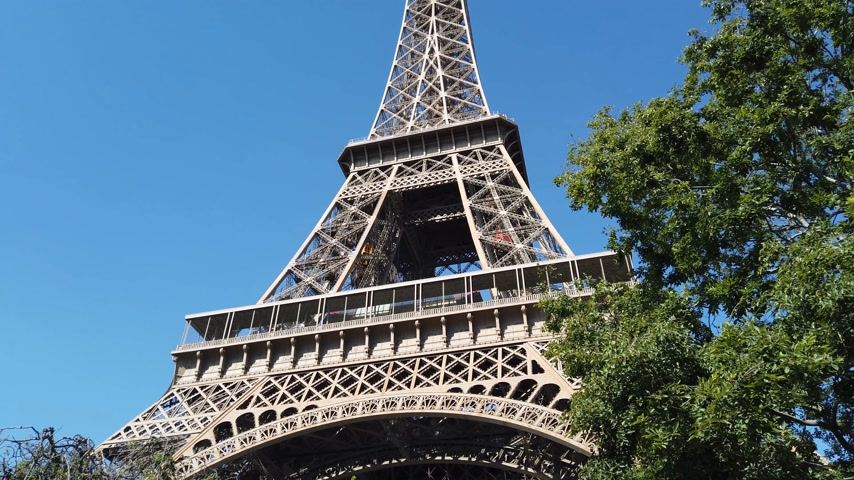 parigino : Famous Eiffel Tower in Paris