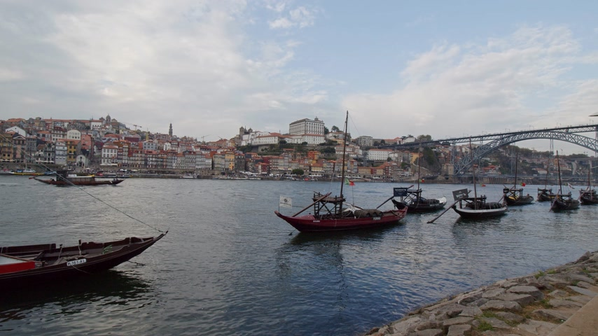 portugál : Beautiful Douro River in the city of Porto - CITY OF PORTO, PORTUGAL - SEPTEMBER 18, 2019