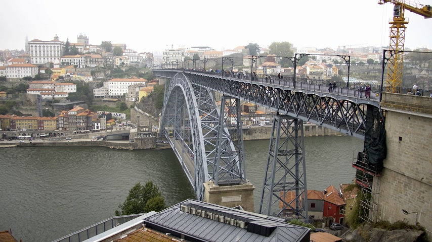portugál : Beautiful Dom Luis Bridge in the city of Porto - CITY OF PORTO, PORTUGAL - SEPTEMBER 18, 2019