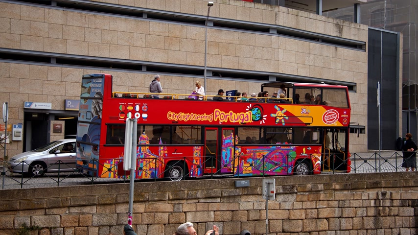 portugál : Sightseeing bus in the city of Porto - CITY OF PORTO, PORTUGAL - SEPTEMBER 18, 2019