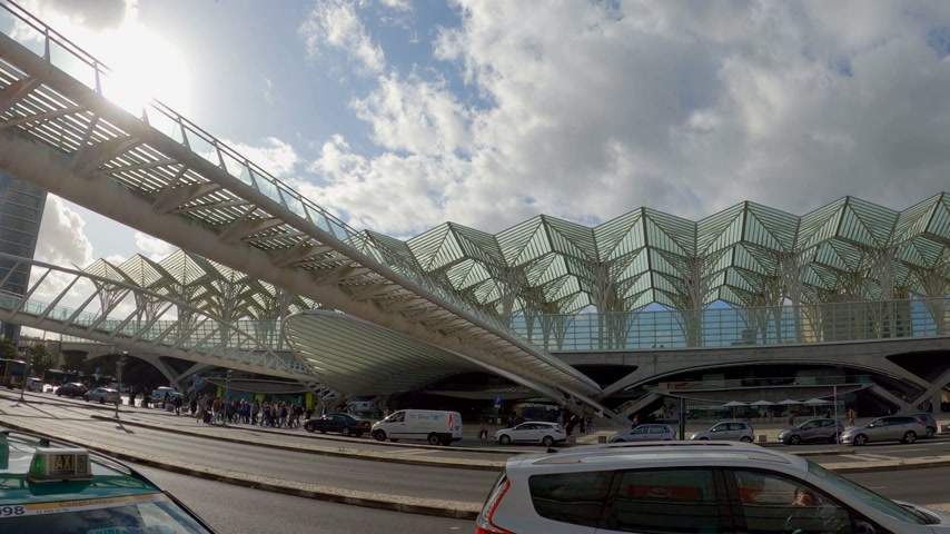 lizbona : Famous Oriente Train Station in Lisbon - CITY OF LISBON, PORTUGAL - NOVEMBER 5, 2019 Wideo