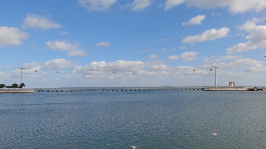 павильон : Wide angle view over River Tejo in Lisbon