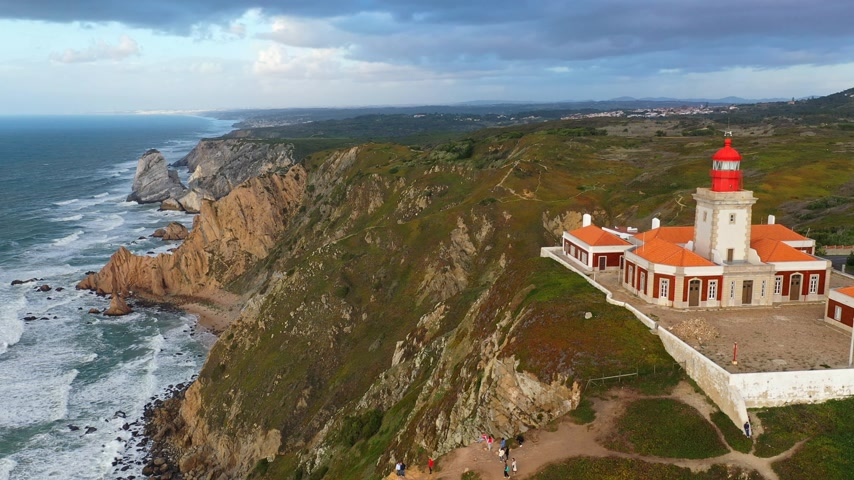 lizbona : Famous Cabo da Roca lighthouse at the Atlantic Ocean in Portugal Wideo