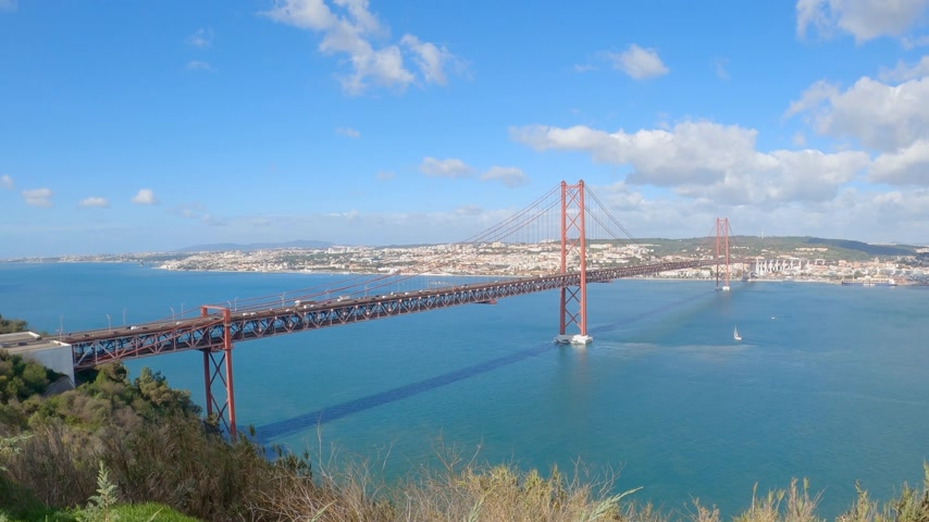 süspansiyon : Aerial view over 25th of April Bridge in Lisbon also called Salazar Bridge Stok Video