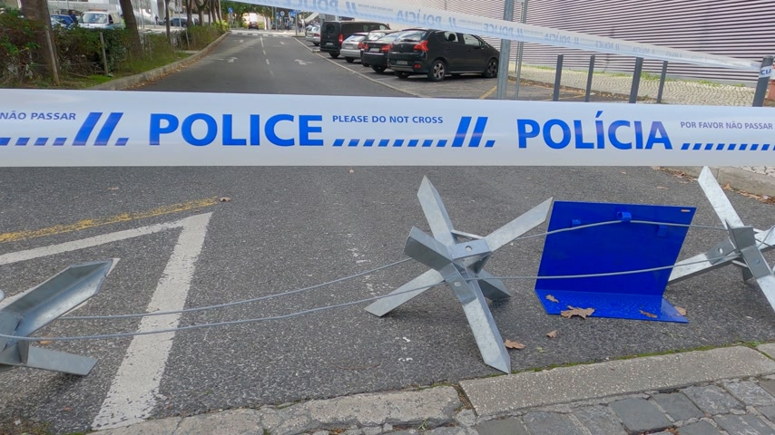 evidência : No trespassing police tape in Lisbon - CITY OF LISBON, PORTUGAL - NOVEMBER 5, 2019