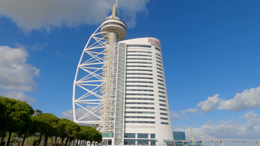 lizbona : Vasco da Gama Tower and Myriad Hotel at park of Nations in Lisbon - CITY OF LISBON, PORTUGAL - NOVEMBER 5, 2019
