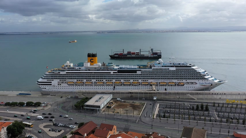 alfama : Lisbon Cruise Port at Tabaco Quay from above - CITY OF LISBON, PORTUGAL - NOVEMBER 5, 2019