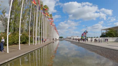 павильон : Flags at the park of Nations in Lisbon - CITY OF LISBON, PORTUGAL - NOVEMBER 5, 2019 Стоковые видеозаписи