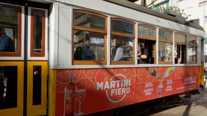 tramwaj : The famous historic tram cars in Lisbon - CITY OF LISBON, PORTUGAL - NOVEMBER 5, 2019