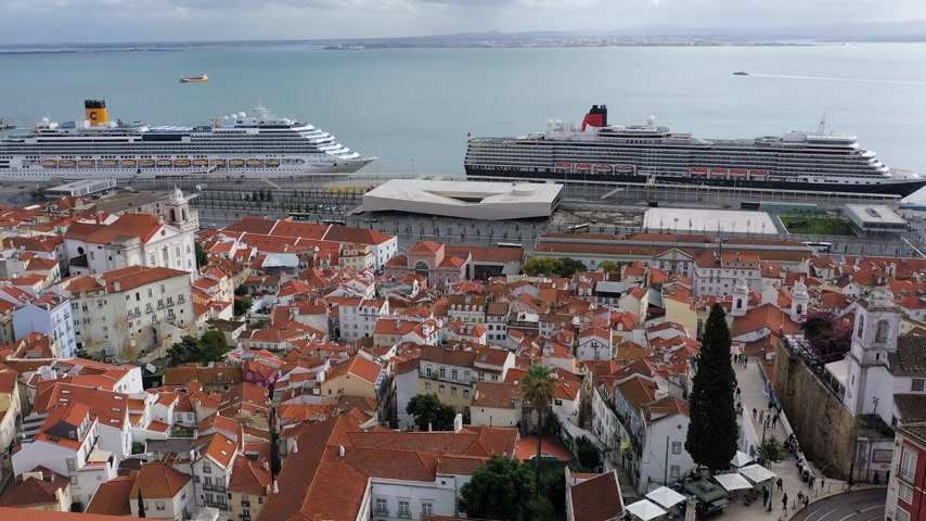 kasım : Aerial view over the historic Alfama district of Lisbon - CITY OF LISBON, PORTUGAL - NOVEMBER 5, 2019 Stok Video