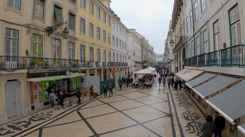 portugál : Augusta street pedestrian zone in the city center in Lisbon - CITY OF LISBON, PORTUGAL - NOVEMBER 5, 2019