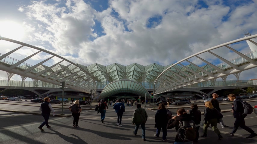 uliczka : Famous Oriente Train Station in Lisbon - CITY OF LISBON, PORTUGAL - NOVEMBER 5, 2019 Wideo
